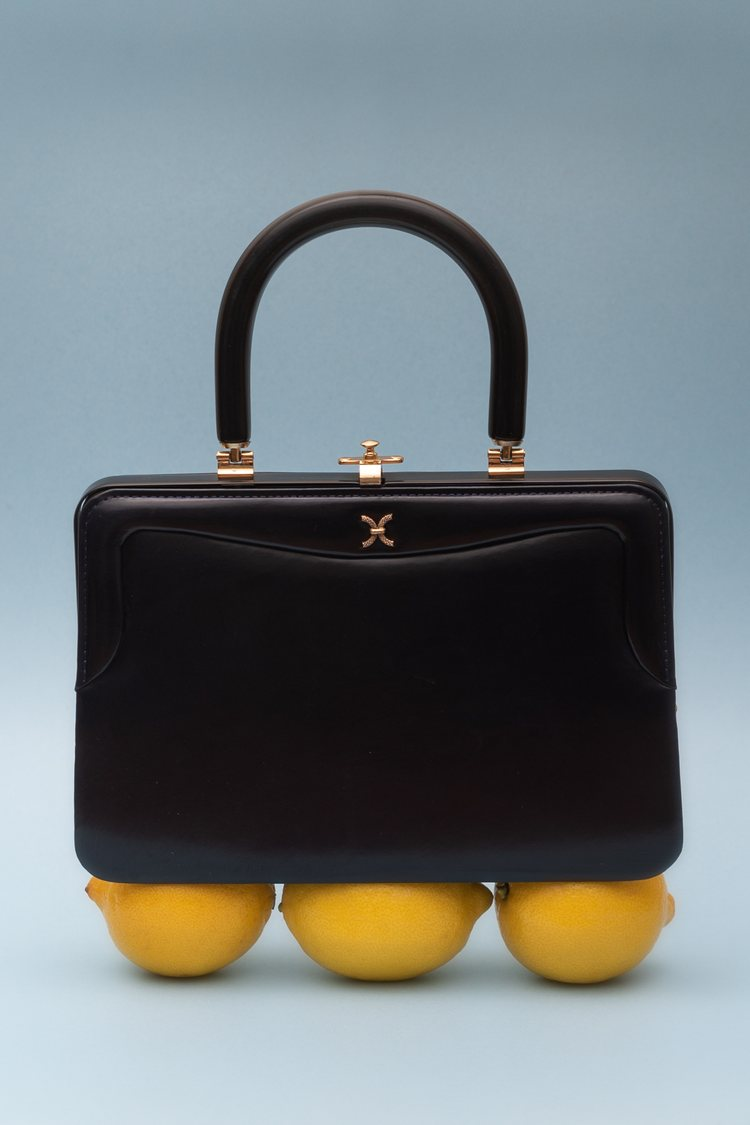 A Brief History of Handbags in the 20th Century